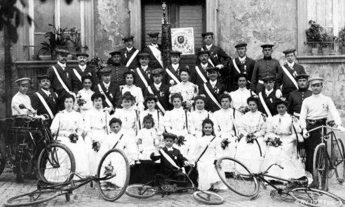1925 feiert der Verein nach einer tollen Entwicklung 20-jähriges Jubiläum. 1922 hat er 137 aktive und 100 inaktive Mitglieder, 1924 wird er zweitstärkster Verein in Finthen.