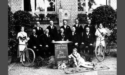 Gruppenbild der Gründer 25 Jahre später.